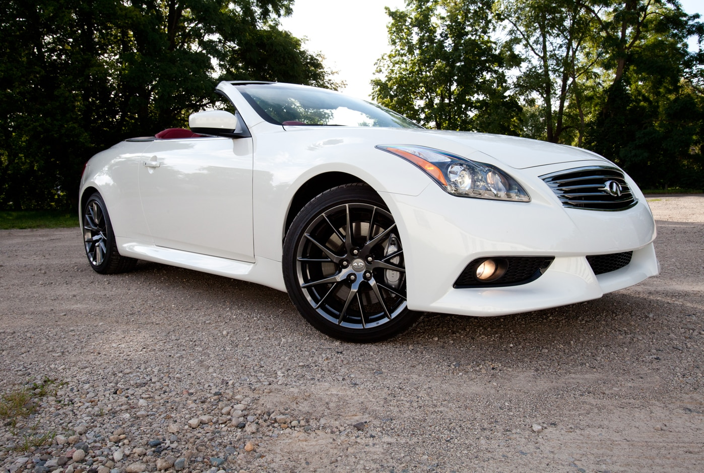 2013 Infiniti IPL G37 Convertible Front Right Side View1