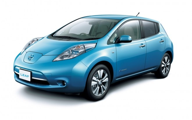 2013 Nissan Leaf Blue Front Three Quarter1 660x413