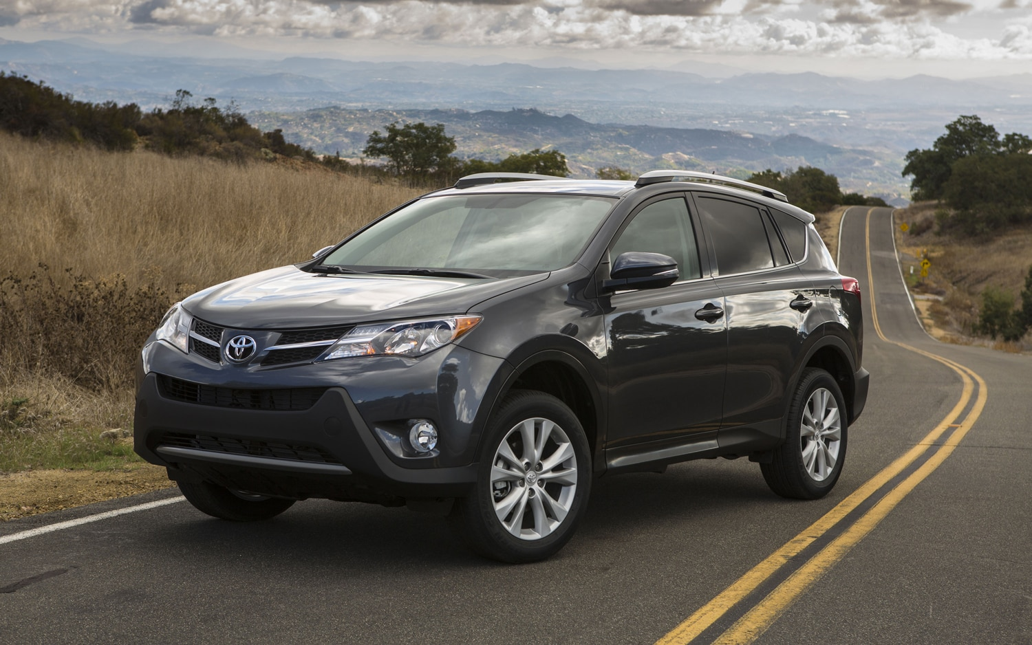 2013 Toyota RAV 4 Front Three Quarters1