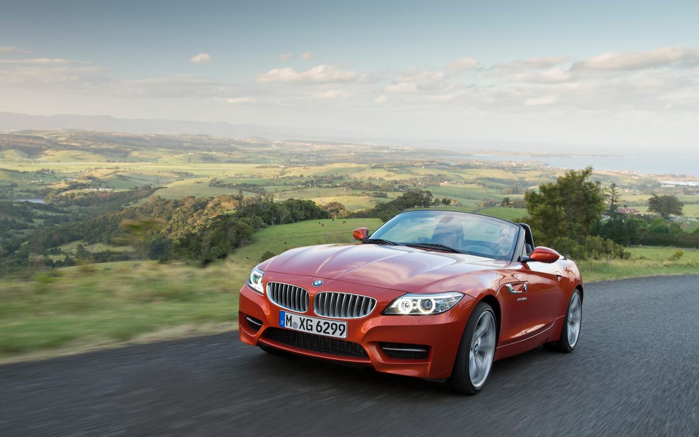 2014 BMW Z4 Front Three Quarter In Motion1