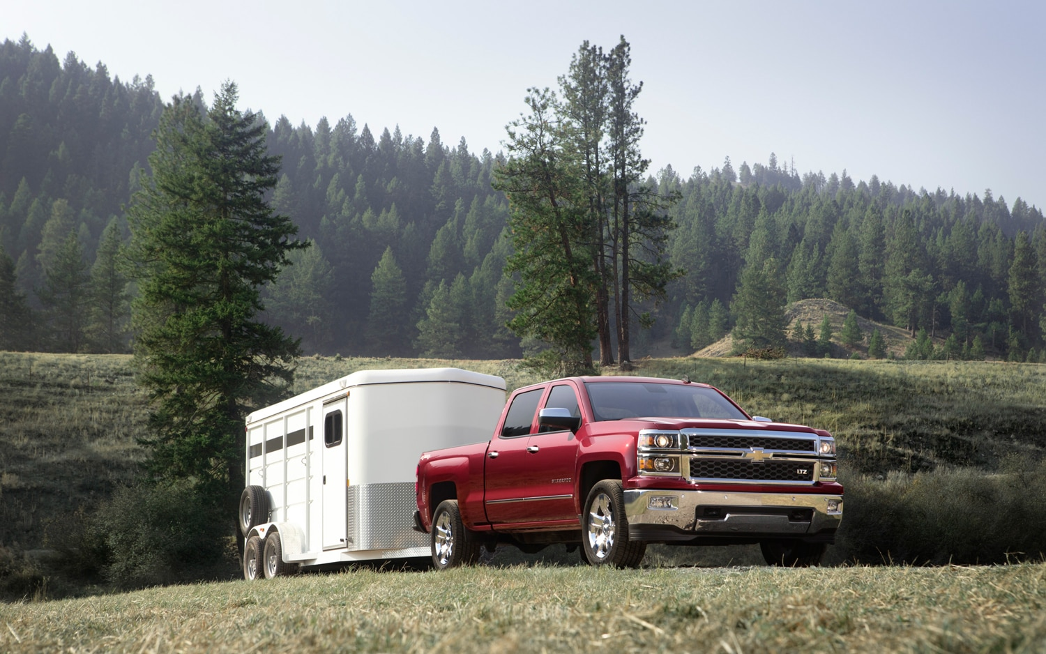 2014 Chevrolet Silverado Front Right View2
