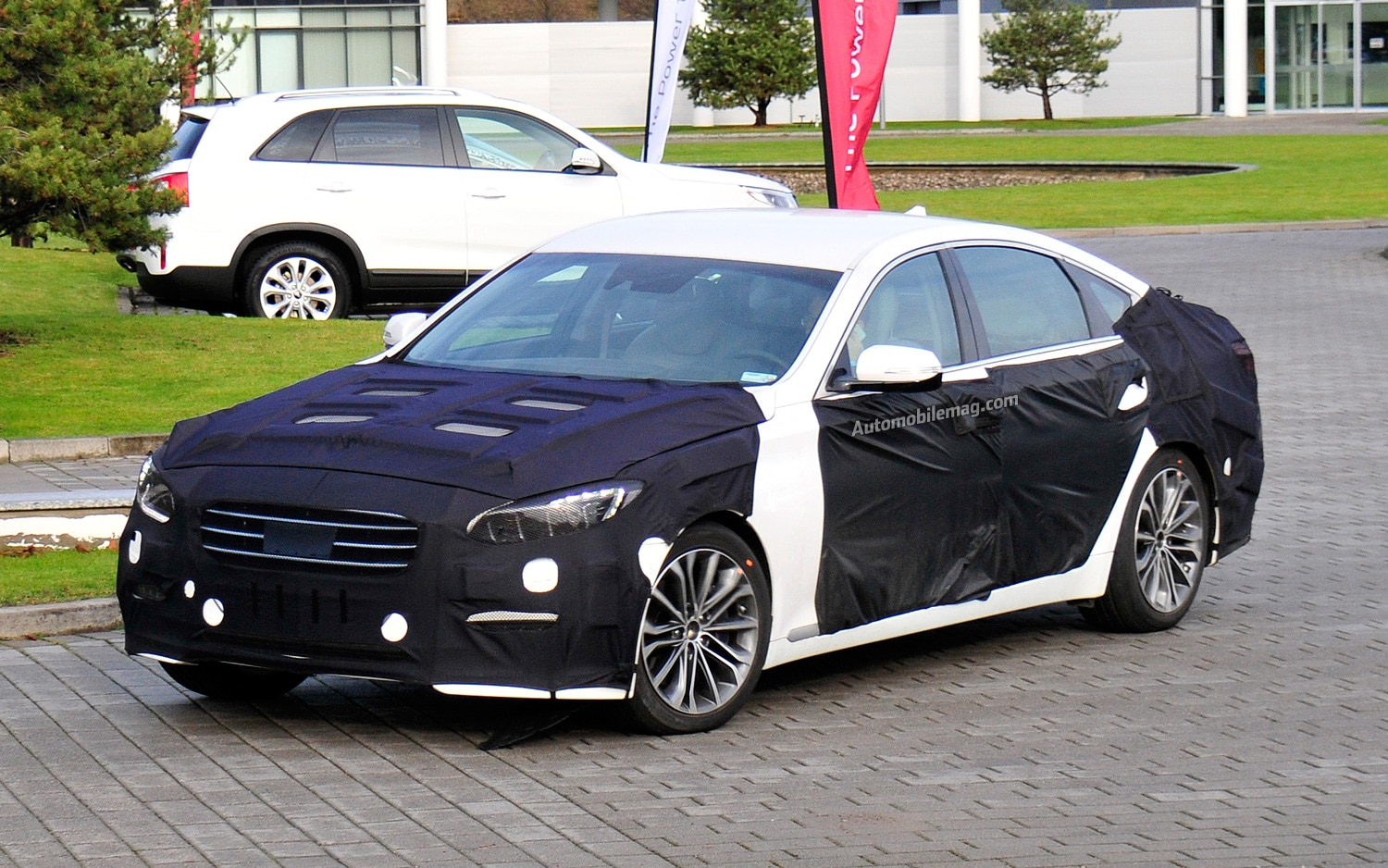 spied 2014 hyundai genesis sedan in europe. Black Bedroom Furniture Sets. Home Design Ideas