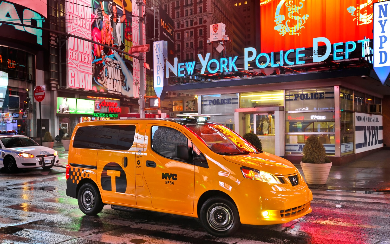 2014 Nissan NV200 Taxi Front Right Side View 31