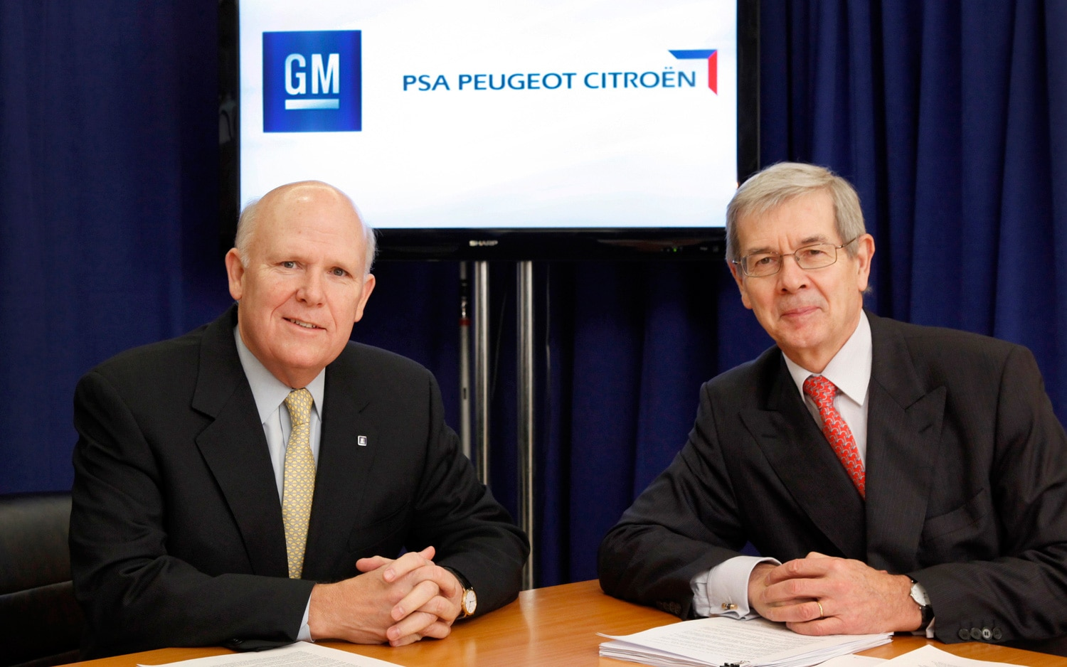 GM PSA CEOs At Signing1
