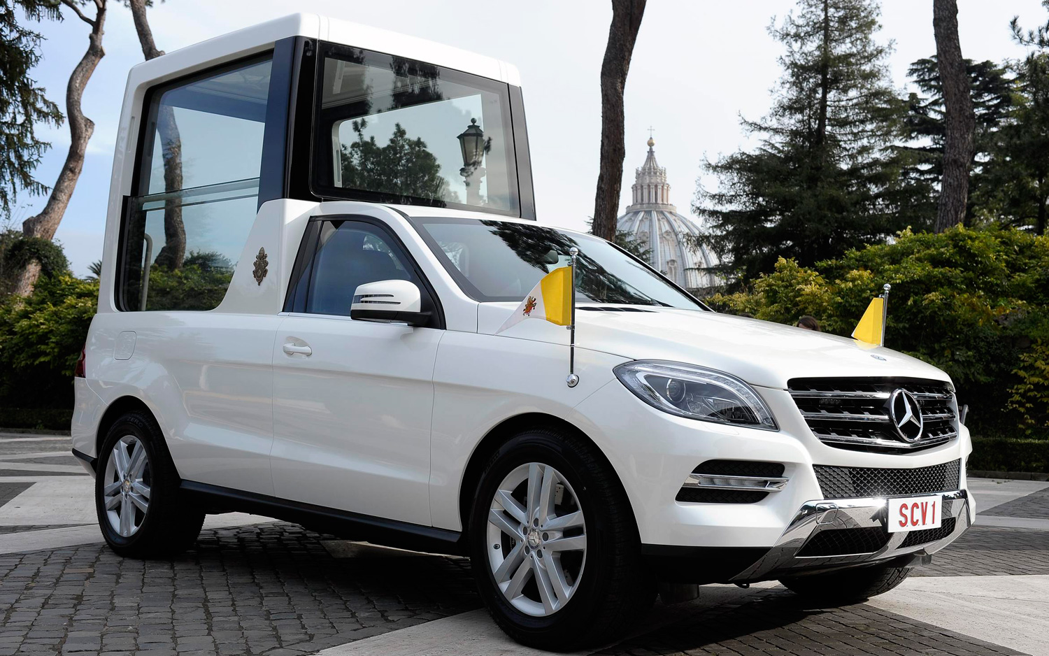 New mercedes benz m class based popemobile presented to for New mercedes benz m class