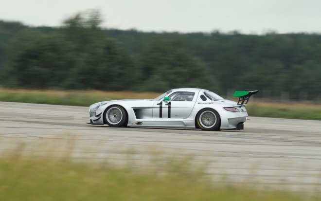 Mercedes Benz SLS AMG GT3 Gross Doelln Rear Three Quarters In Motion1 660x413