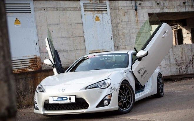 Toyota GT86 LSD Doors Lambo Door Front View1 660x413