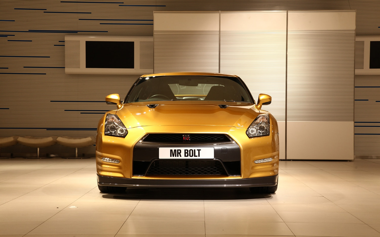Usain Bolt Gold Nissan GT R Front 11