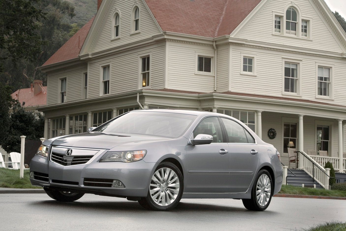 2012 Acura RL Front Three Quarter1