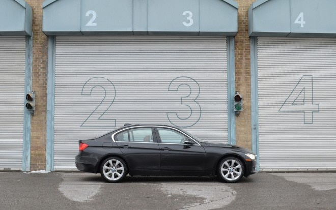 2012 BMW 328i Right Side View1 660x413