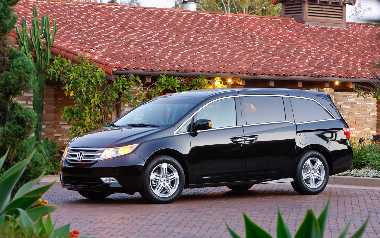 2012 Honda Odyssey Front Left View1