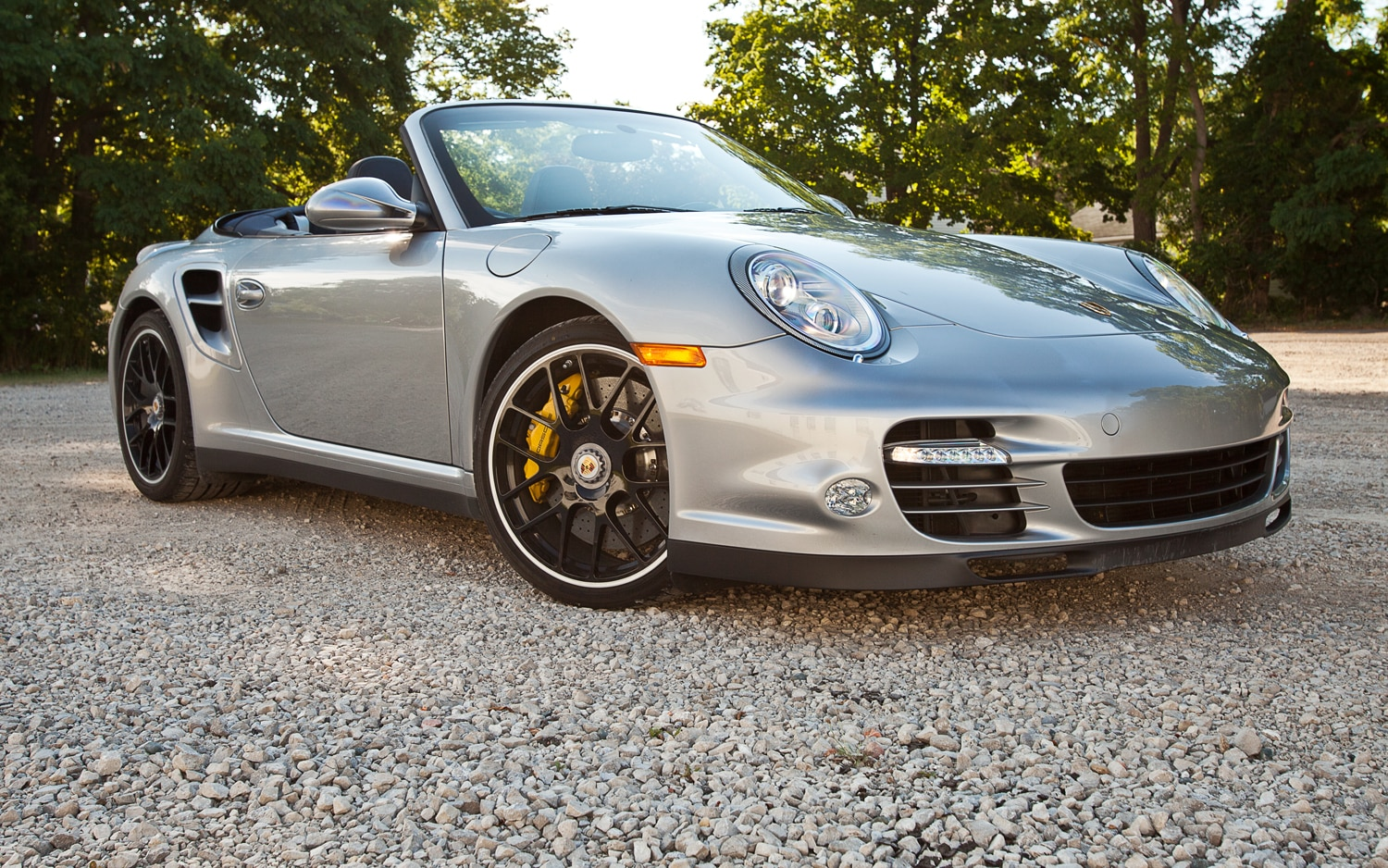 2012 Porsche 911 Turbo S Cabriolet Front Right View 41