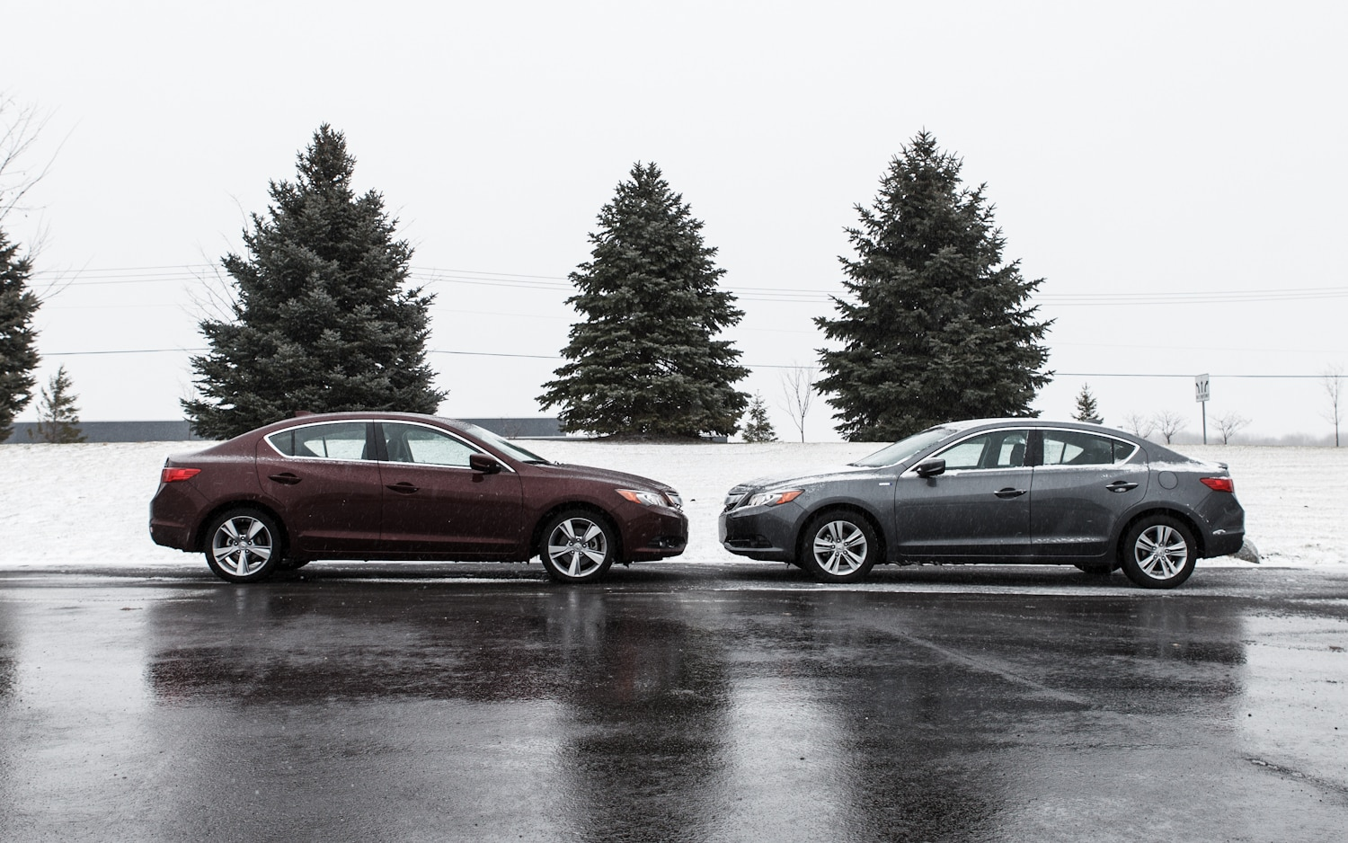 2013 Acura ILX Hybrid And 4S Acura ILX Side View 21