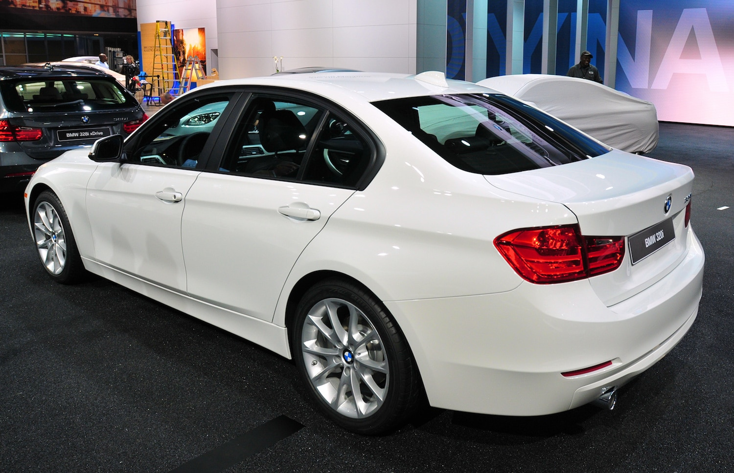 detroit 2013 2013 bmw 320i drops 60 horsepower saves 4300 over 328i. Black Bedroom Furniture Sets. Home Design Ideas