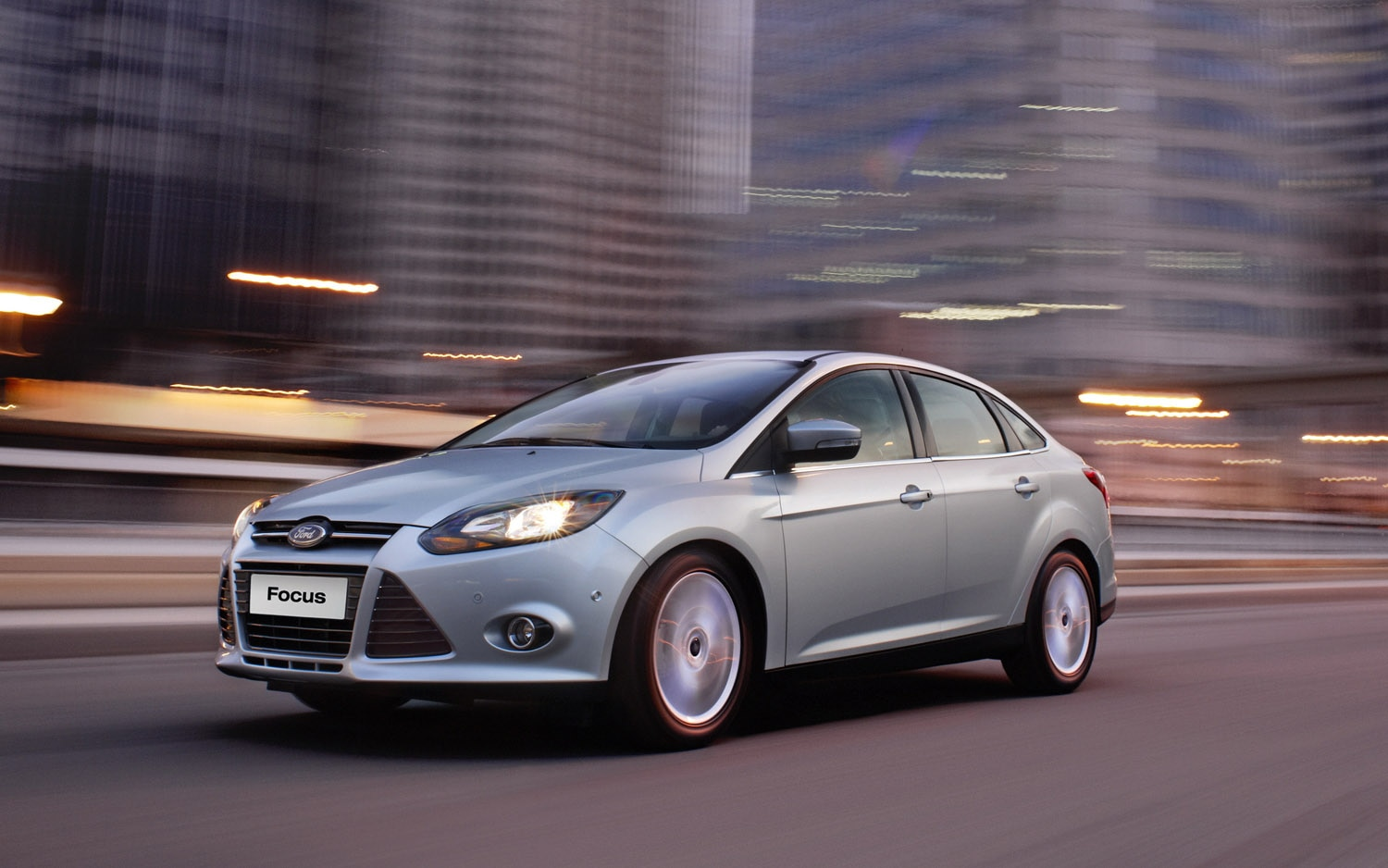 2013 Ford Focus Front Three Quarter1