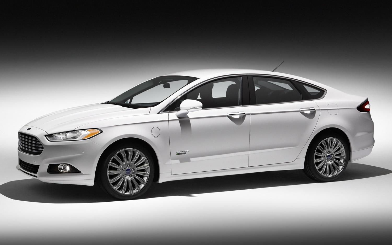 2013 Ford Fusion Energi Left Side1