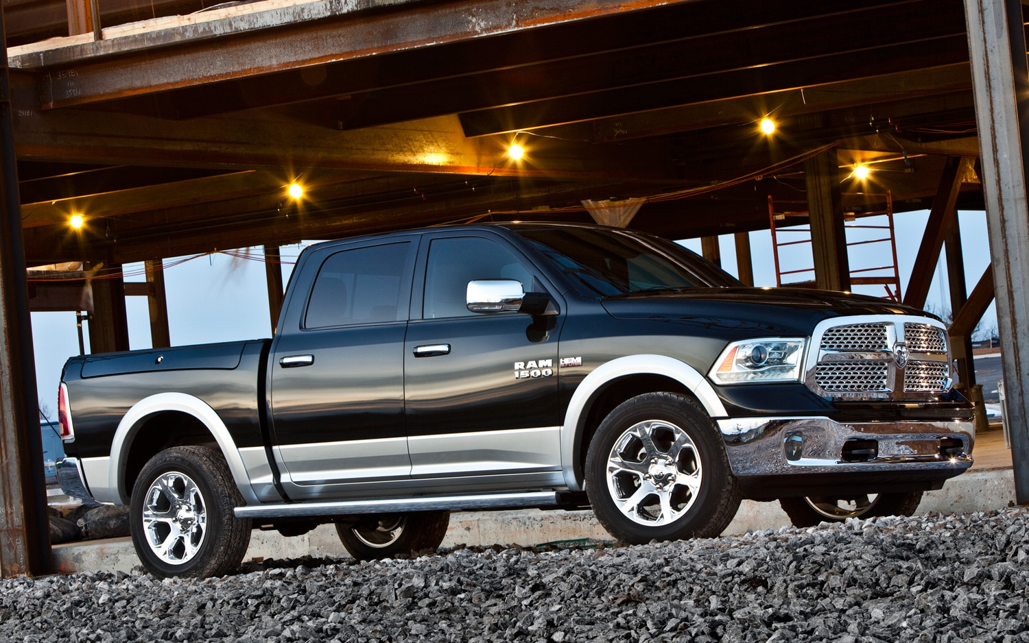 2013 Ram 1500 Front Three Quarter1