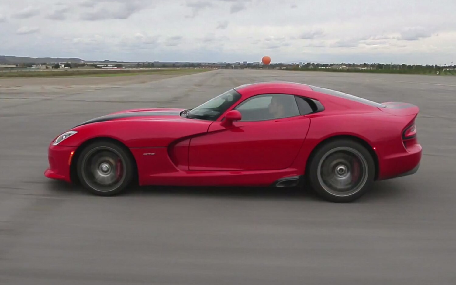 2013 SRT Viper Side View1