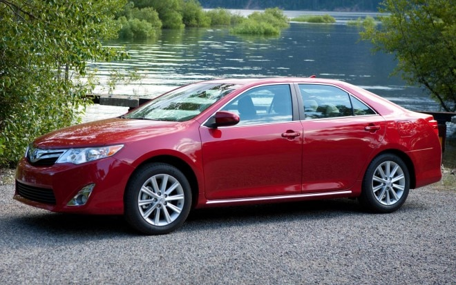 2013 Toyota Camry Side View1 660x413