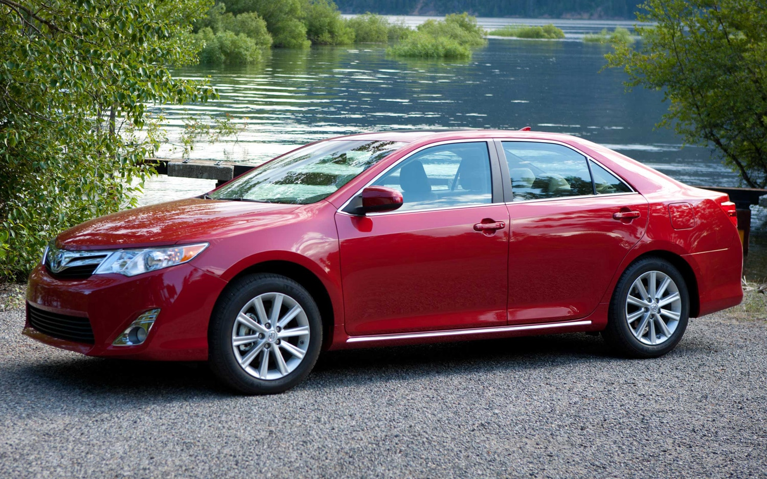 2013 Toyota Camry Side View1