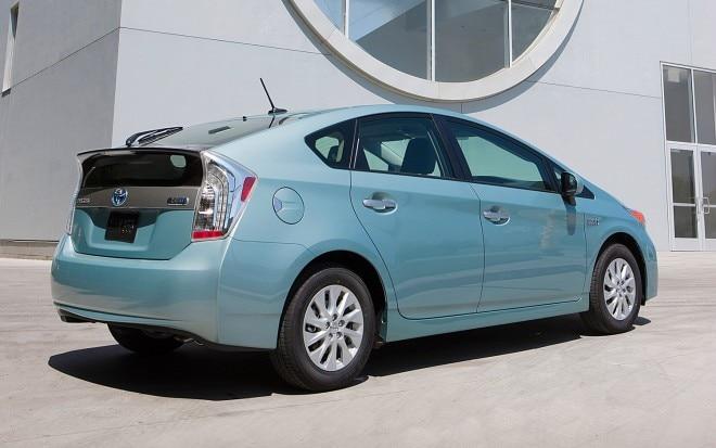 2013 Toyota Prius PHEV Rear Side View1 660x413