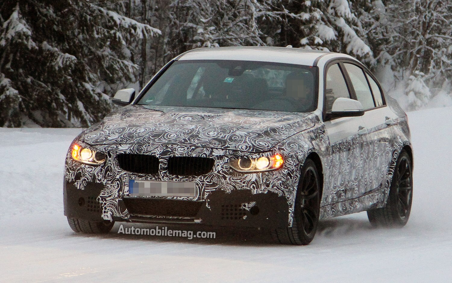 2014 BMW M3 Sedan Front Three Quarter 31