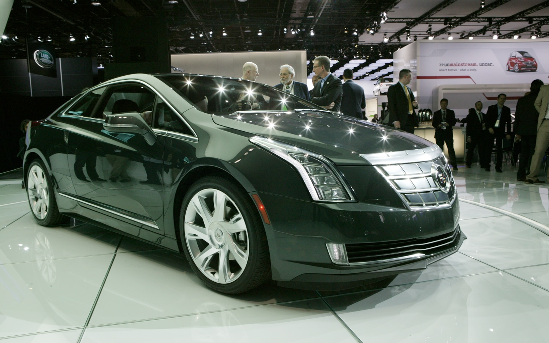 2014 Cadillac ELR Front Three Quarter2