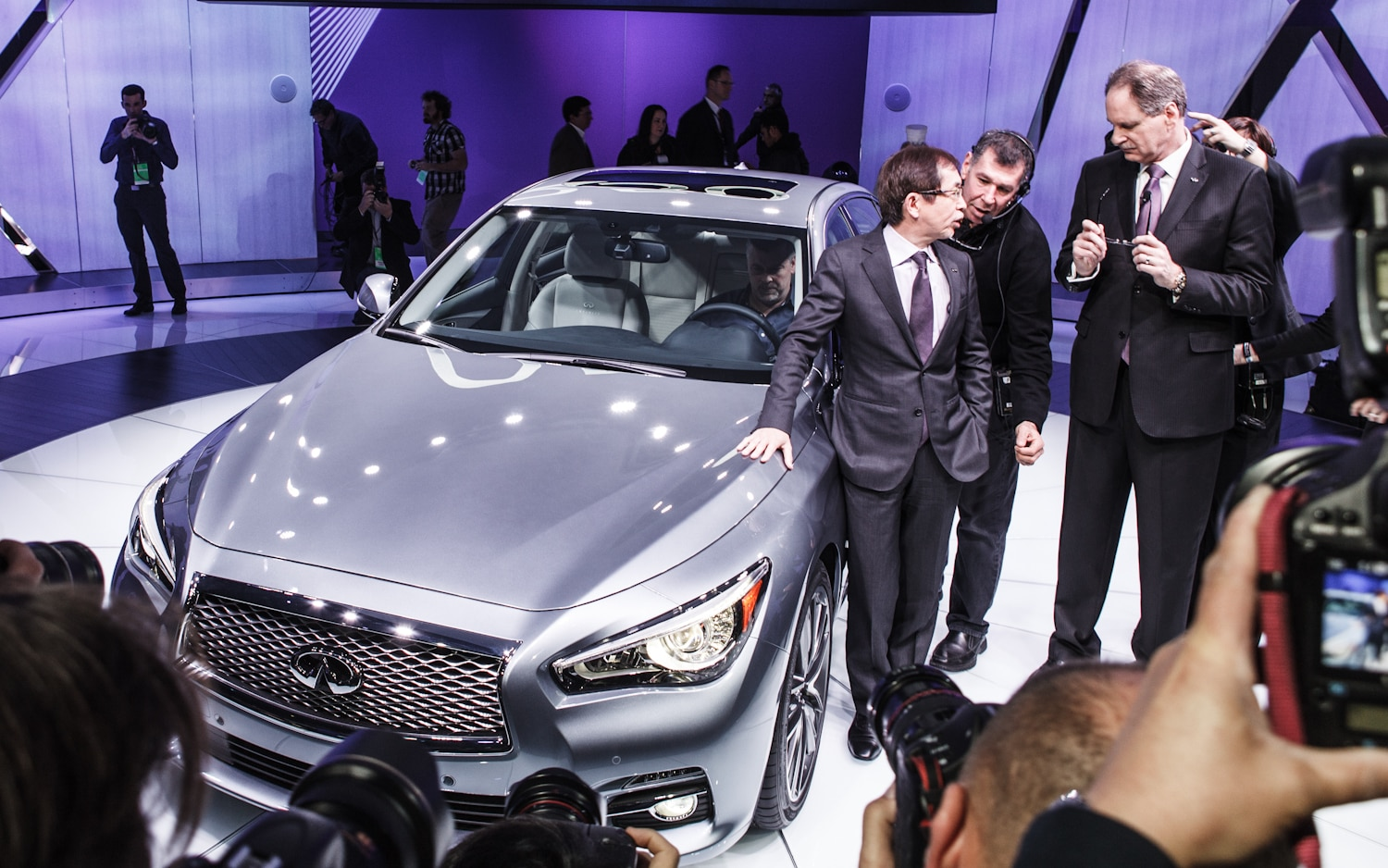 2014 Infiniti Q50 Front Three Quarter1