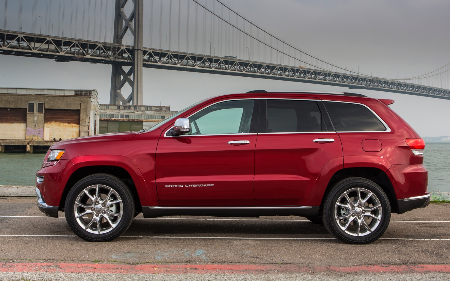 2014 Jeep Grand Cherokee Summit Side Profile1