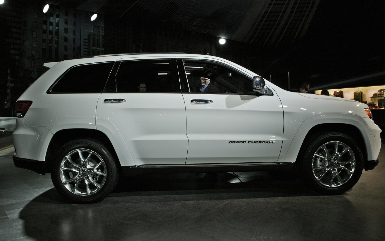 2014 Jeep Grand Cherokee Side Profile1