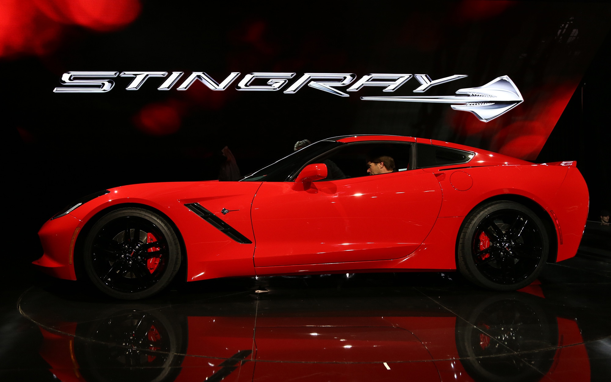 2014 Chevrolet Corvette Live Reveal Side View1