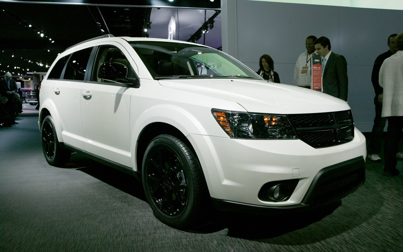 Dodge Journey Blacktop Front Three Quarters 21