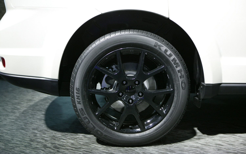 2013 Detroit Dodge Expands Blacktop Package To Journey