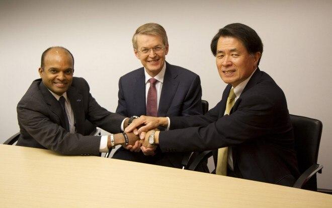 Ford Daimler Nissan H2 Partnership Handshake1 660x413