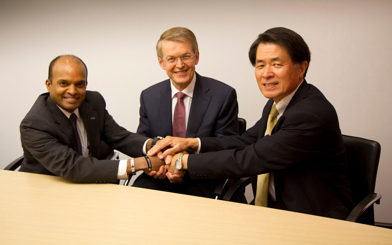 Ford Daimler Nissan H2 Partnership Handshake1