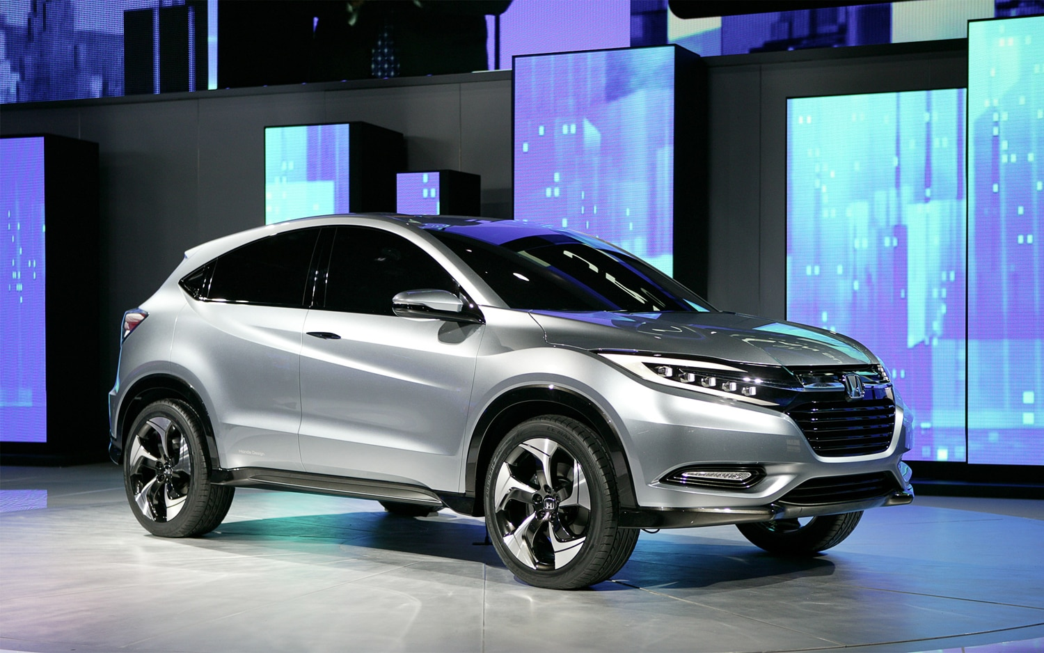 First look honda urban suv concept automobile magazine for Honda large suv