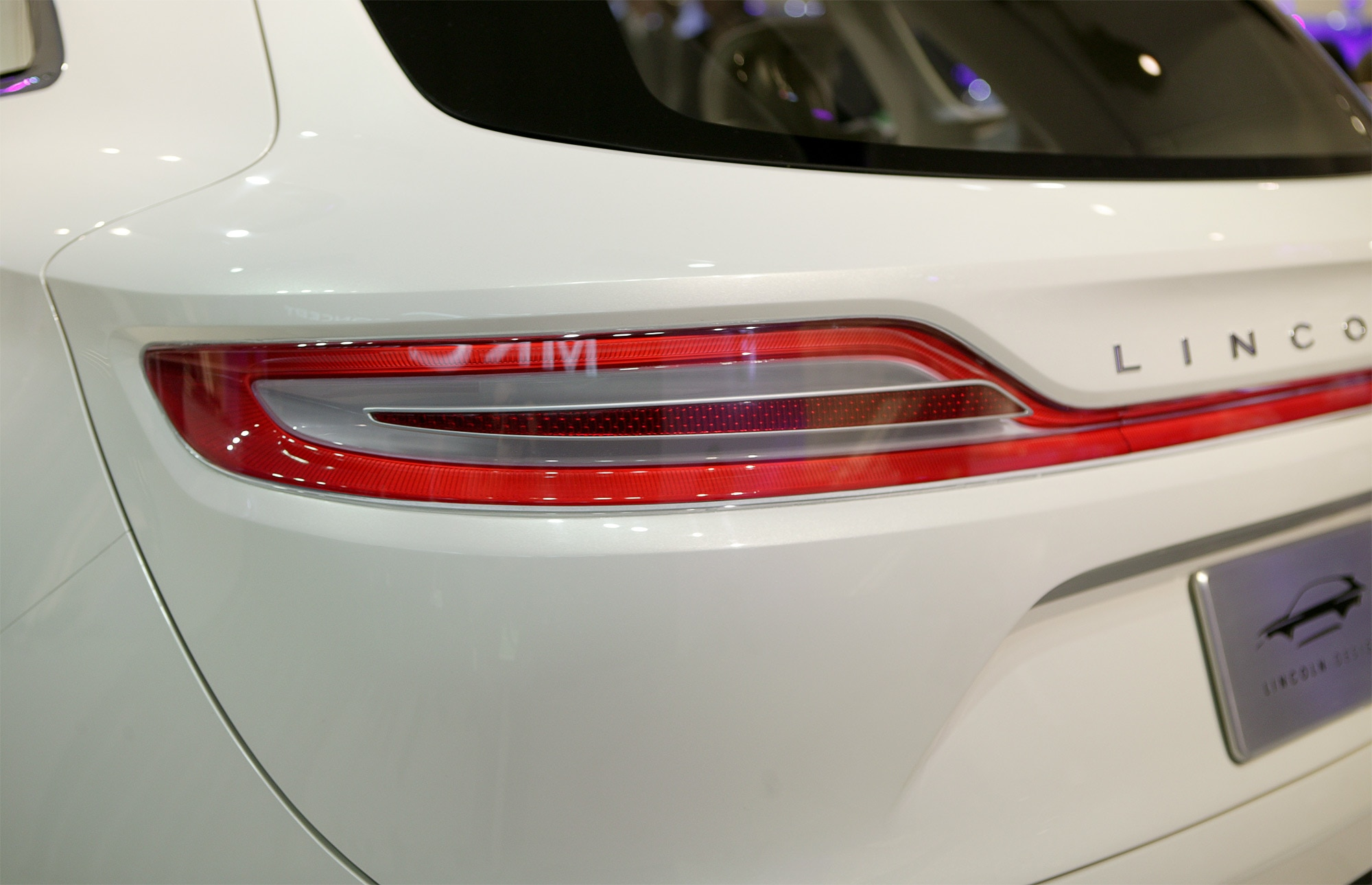 http://st.automobilemag.com/uploads/sites/11/2013/01/Lincoln-MKC-Concept-taillight.jpg