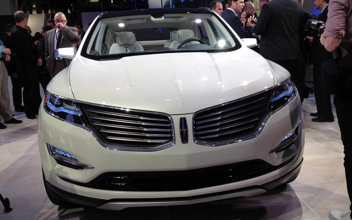 Lincoln MKC Concept Front1