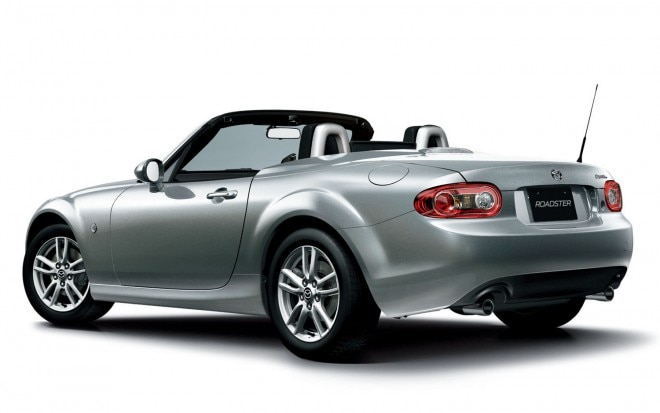 Mazda MX 5 Roadster Rear Angle Top Down1 660x413