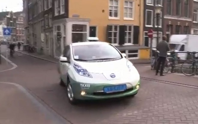 Nissan Leaf Taxi Driving1 660x413
