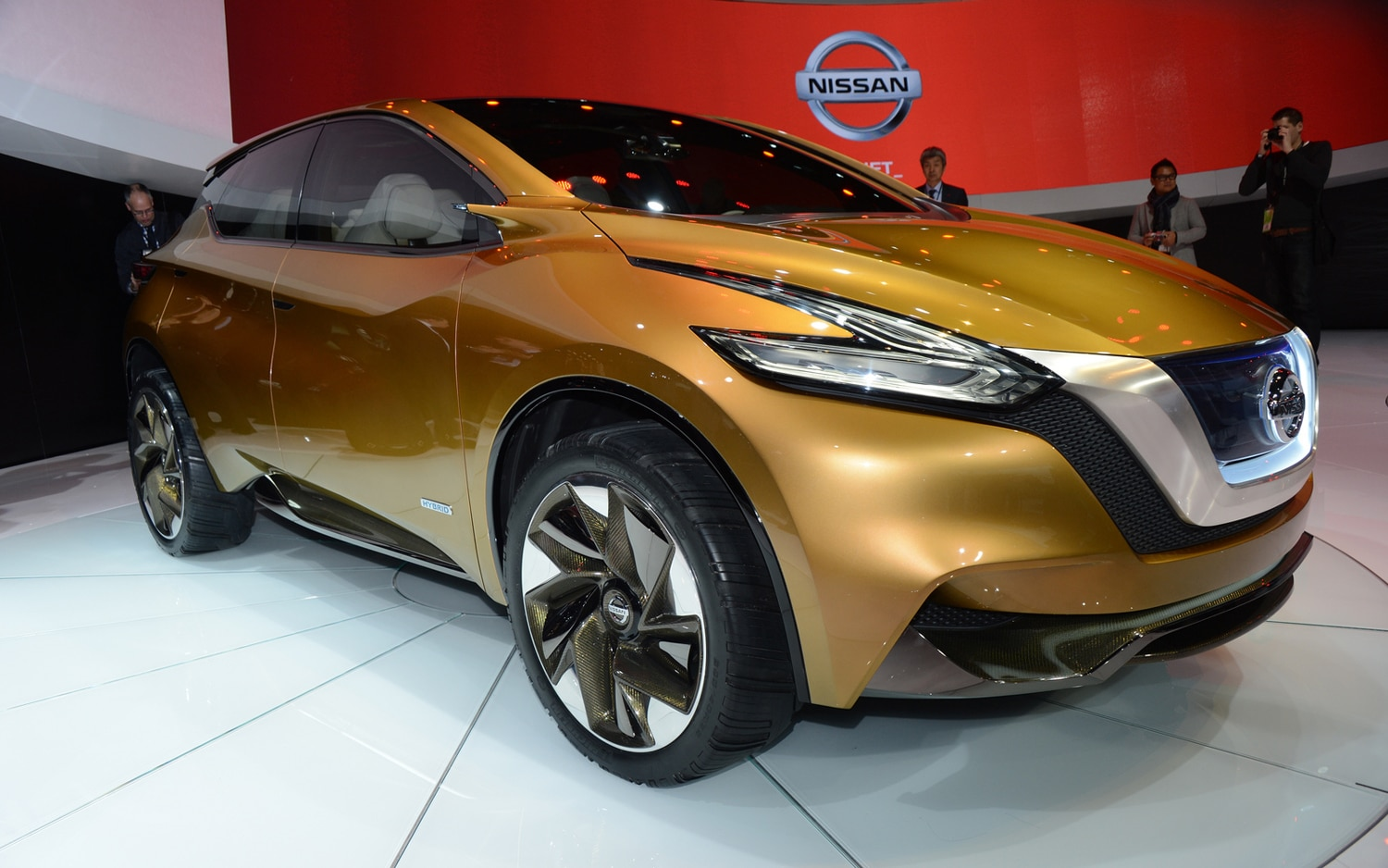 Nissan Resonance Concept Front Three Quarters1