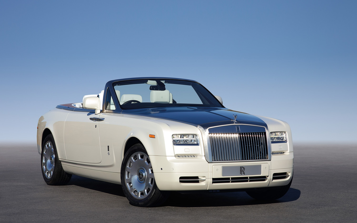 Rolls Royce Phantom Series II Drophead Coupe Right Front1