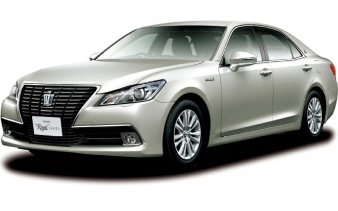 Toyota Crown Royal Saloon G Front Three Quarter View1 660x413