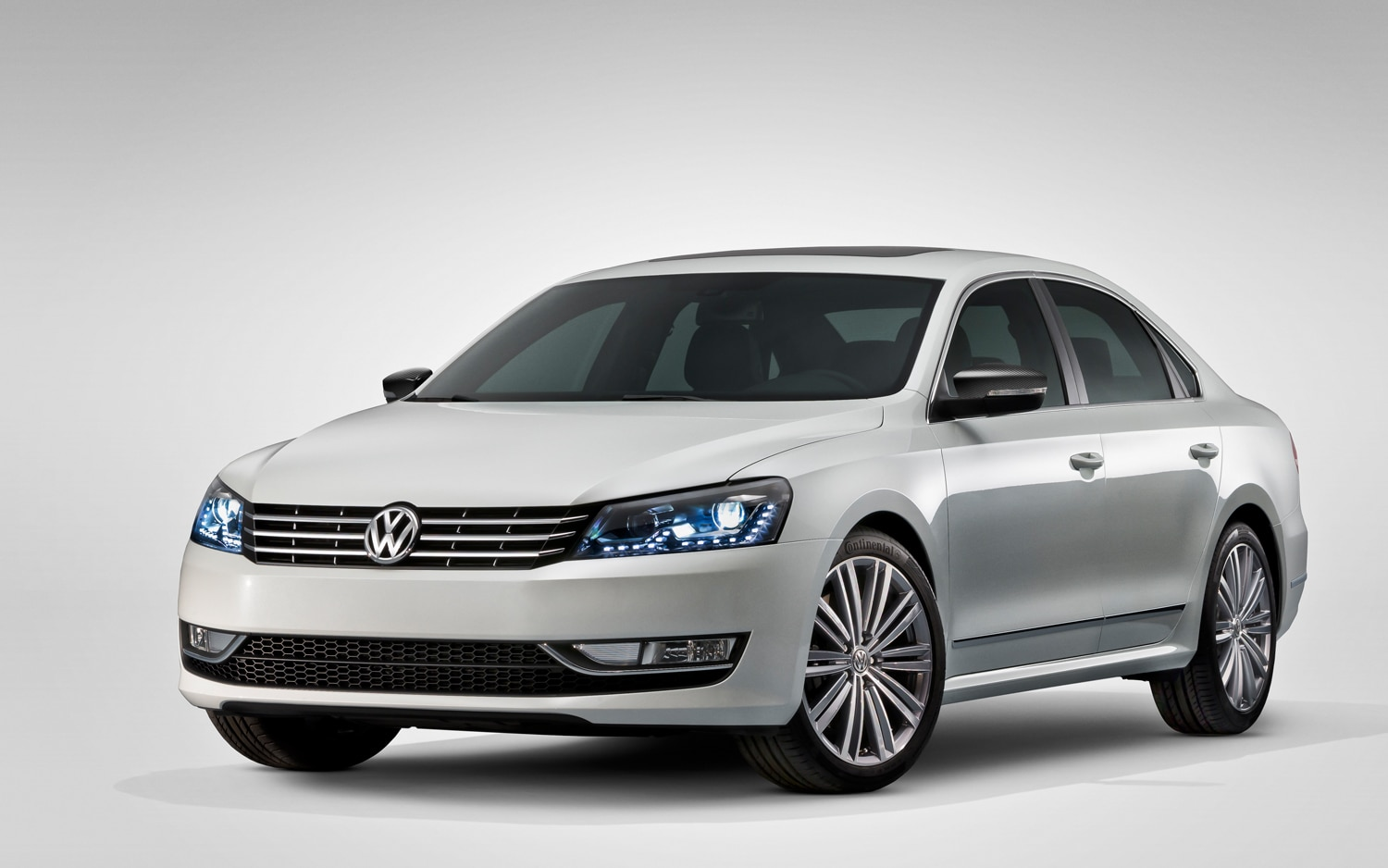Volkswagen Passat Performance Concept Front Three Quarter1