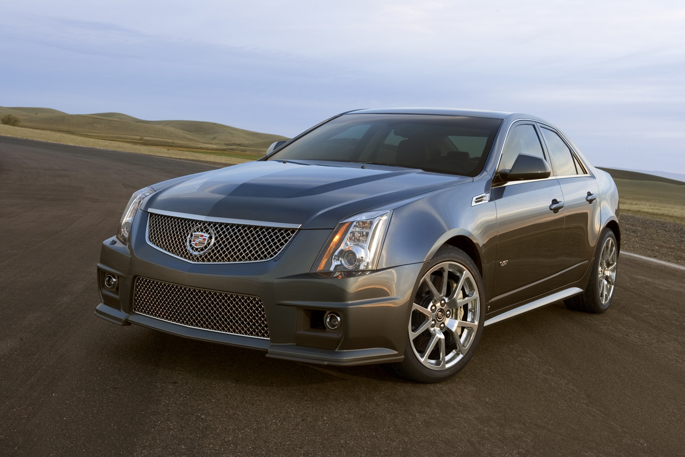 2013 Cadillac CTS V Sedan Front Three Quarter1
