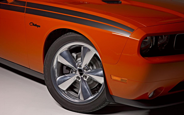 plum crazy hemi orange make comeback on 2013 challenger. Black Bedroom Furniture Sets. Home Design Ideas