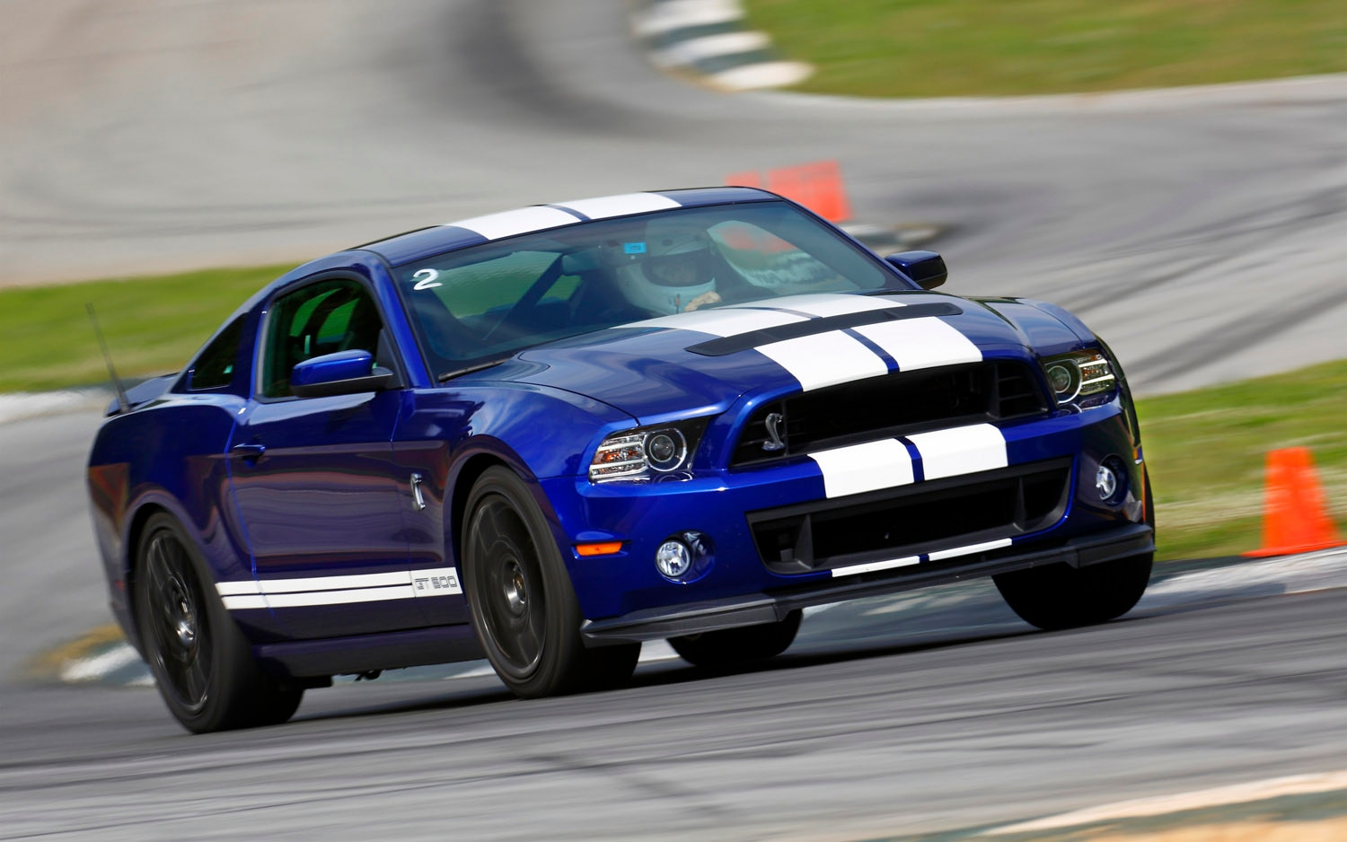 2013 Ford Shelby GT500 Front Three Quarter 21