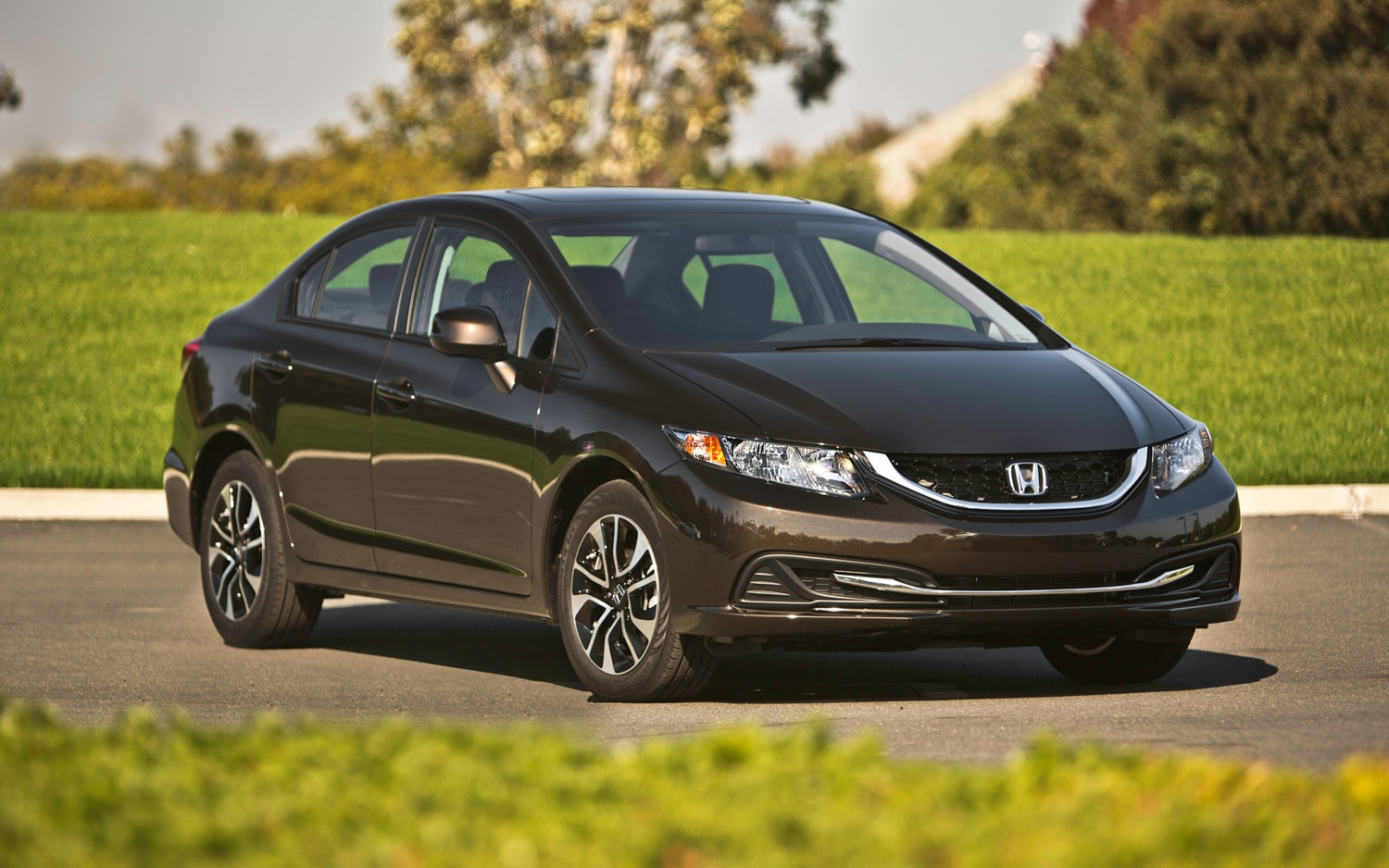 2013 Honda Civic Front Right View1