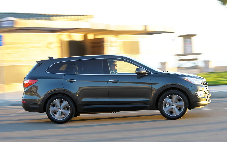 2013 Hyundai Santa Fe Profile1