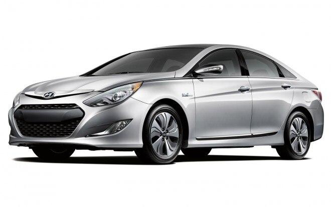 2013 Hyundai Sonata Hybrid Front Three Quarter1 660x413
